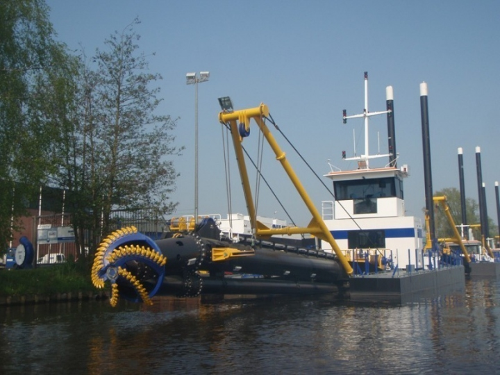 ECSD450 along quay at the Nijkerk DDE yard