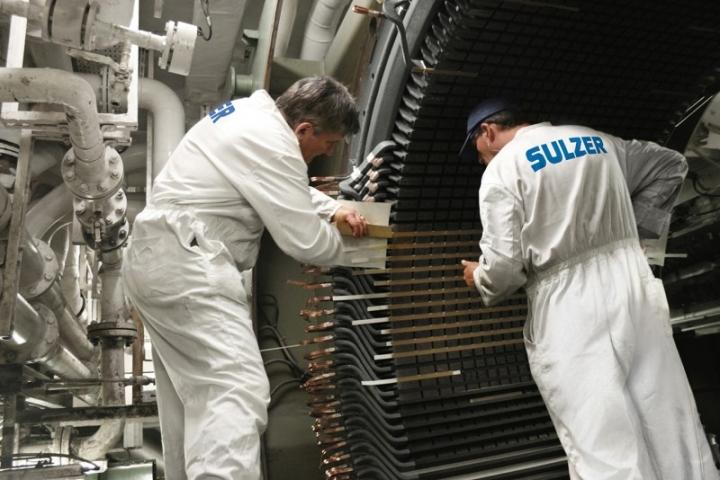 Sulzer engineers onboard