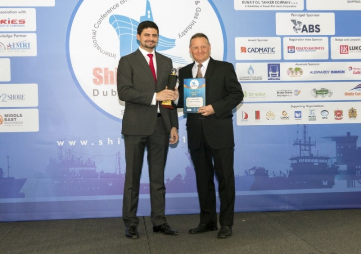Lars Seistrup accepts the award