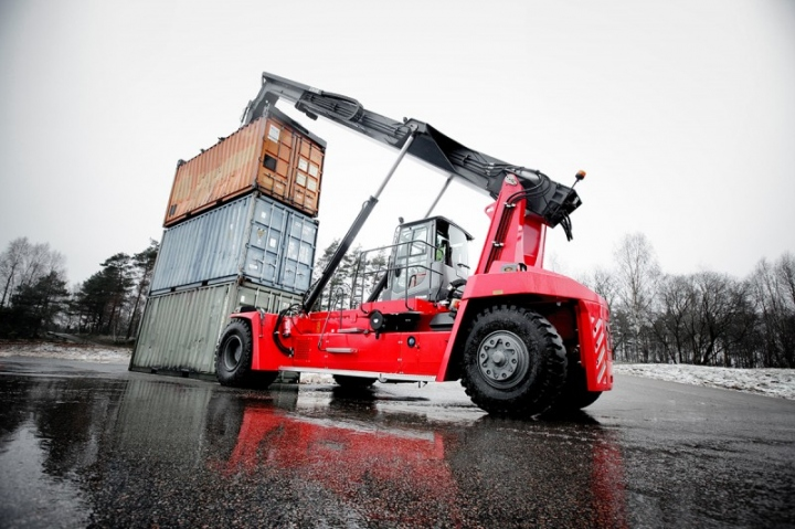Kalmar Reachstackers for Empty Container Handling-16 (2)