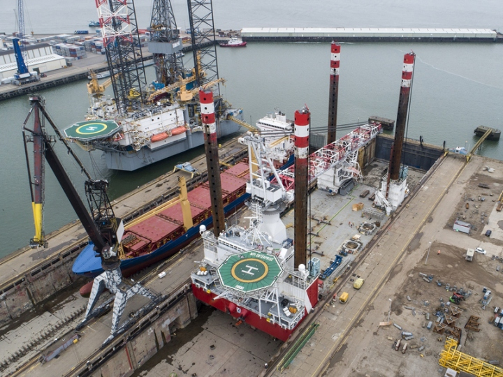 https://www.seaplant.com/files/news_images/21997/Refit+for+jack-up+MPI+Enterprise+at+Damen+Verolme+Rotterdam+%282%29+lowres.jpg