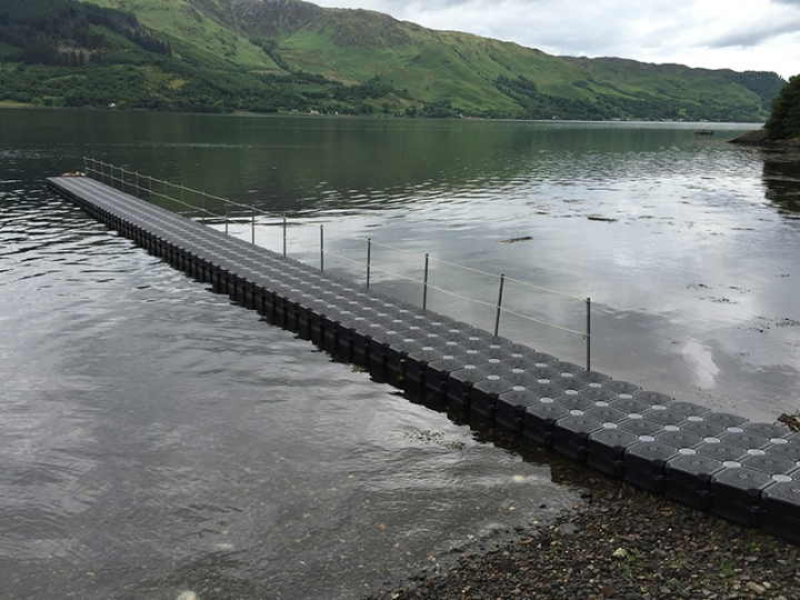 http://www.seaplant.com/files/news_images/23764/cube pontoon walkway (2).JPG